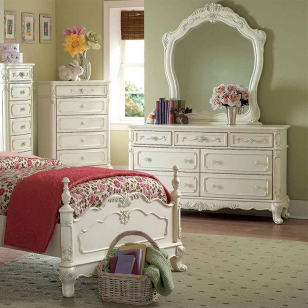 DreamFurniture 1386T Cinderella Bedroom Set