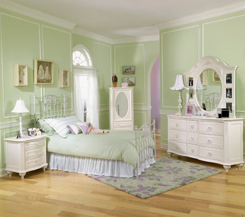 DreamFurniture.com - Enchantment Wrought Iron Bedroom Set