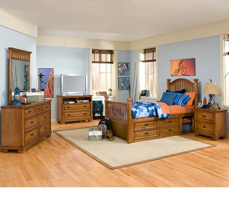 Expedition Low Poster Bedroom Set